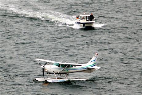 Travemünde Aktuell: Wasserflugzeug landet vor dem Priwall
