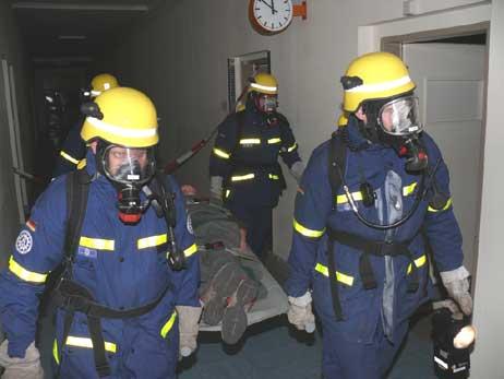 Das Technische Hilfswerk Lübeck übte gestern im ehmaligen Priwall-Krankenhaus. Foto: <b>THW</b>