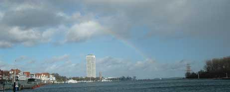 Wo ein Regenbogen ist, ist bekanntlich auch ein Topf voll Gold. In Travemünde wird jedenfalls weiter kräftig investiert. Foto: <b>JK</b>