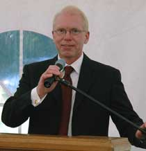 Sven Hollesen stellt die Pläne für das »Projekt Waterfront« vor. Foto: <b>ARCHIV TA</b>