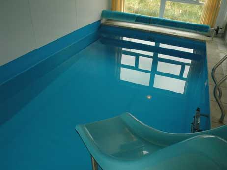 Ein Pooltechniker atmete aus noch ungeklärter Ursache schädliche Dämpfe ein (Archivfoto). Foto: <b>ARCHIV TA</b>