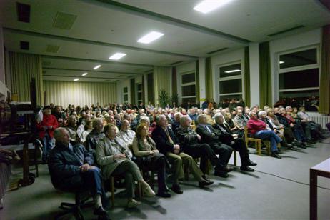 Interesiert und voller Spannung verfolgen die Zuhörer den Ausführungen von Herrn Lempe und den Diskutanten.