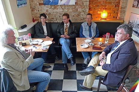 Siegbert Bruders (links) und Sophie Weiland von der BiP sprachen mit den FDP-Vertretern Thomas Rathcke, Karl Erhard Vögele und Wolfgang Drozella. Foto: <b>TA</b>