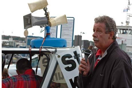 Michael Lempe begrüßte die Teilnehmer der Demonstration. Fotos: <b>TA</b>