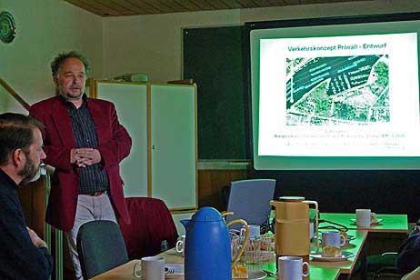 Dipl.-Ing. Dietrich Stempel, Büro für Integrierte Verkehrsplanung bei der Vorstellung seines Entwurfes für ein Verkehrskonzept Priwall