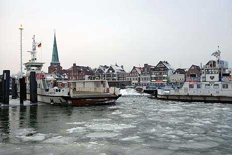 Travemünde Aktuell: Wintereinsatz an der Priwallfähre