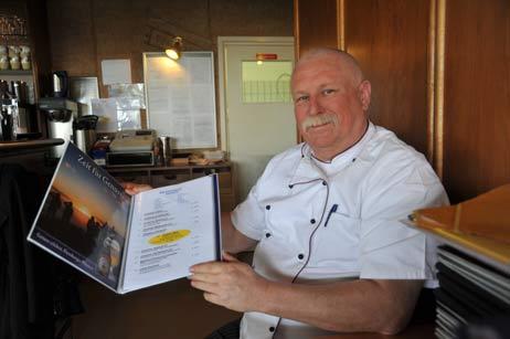 """Koch Lothar hat sie wieder auf die Speisekarte des «Ambiente"""" gesetzt: Die Currywurst-Aktion. Foto: <b>TA</b>"""