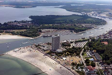 Die Halbinsel Priwall mit Passathafen von der Travemünder Stadtseite aus gesehen. Foto: <b>KARL ERHARD VÖGELE</b>
