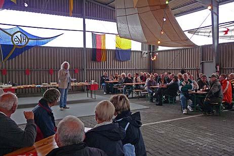 Siegbert Bruders (Foto) und Eckhard Erdmann von der BiP begrüßten die Gäste in der Halle Ses Seglervereins Herrenwyk (SVH). Foto: <b>KARL ERHARD VÖGELE</b>