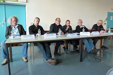 Auf dem Podium: Siegbert Bruders (BiP), Günther Winkler (SVH), Rainer Schirge (Moderator), Heino Haase (Segler), Dr. Udo Ott (LYC) und Eckhard Erdmann (BiP). Foto: <b>KARL ERHARD VÖGELE</b>