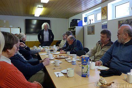 Siegbert Bruders begrüßte die Gäste zum ersten Waldplausch des Jahres. Fotos: <b>KARL ERHARD VÖGELE</b>