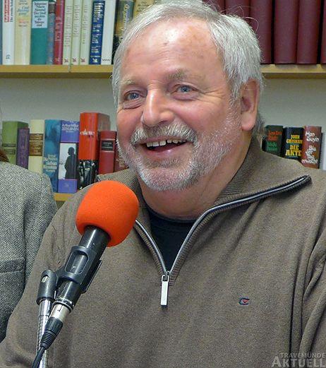 <b>Rolf Fechner</b> ist Moderator bei »Radio Travemünde« und Chefredakteur von » ... - b_18064_1