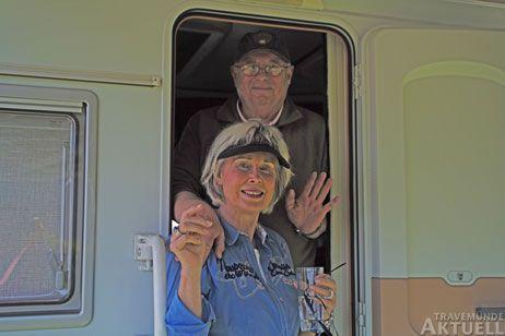 Marita und Peter Kludas verlassen den Priwall, der Campingplatz wird nach Saisonende geschlossen. Foto: <b>KARL ERHARD VÖGELE</b>