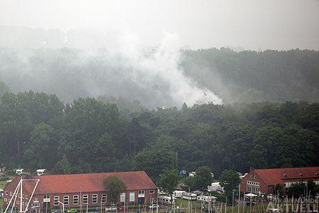 Der Rauch war noch am morgen weithin sichtbar. Foto: <b>KARL ERHARD VÖGELE</b>