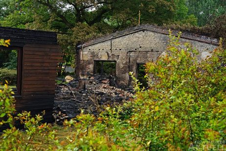 Die Brandruine auf dem Grundstück soll noch in dieser Woche entsorgt werden. Foto: <b>ARCHIV TA</b>