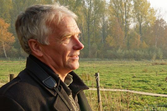 Matthias Braun empfängt die Gäste zur Führung vor der Naturwerkstatt. Foto: <b>ARCHIV TA</b>