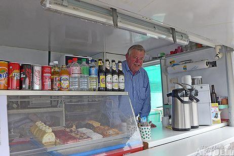 Der Wagen von Eis-Klaus ist ein beliebter Treffpunkt auf dem Priwall. Auch Silvester ist geöffnet. Foto: <b>KEV/ARCHIV TA</b>