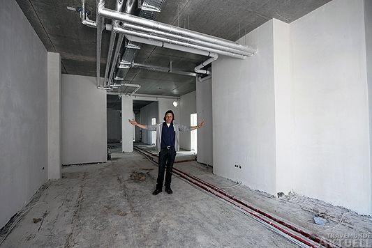 Meeresbiologe Thorsten Walter in den zukünftigen Räumlichkeiten der Ostsee-Station. Foto: <b>KEV/ARCHIV TA</b>