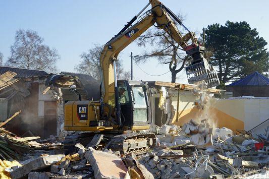 Am Dienstag wurde der Priwall-Treff abgerissen. Fotos: <b>TA</b>