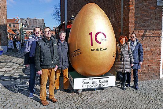 Travemünde Aktuell: Osterei schippert über die Trave